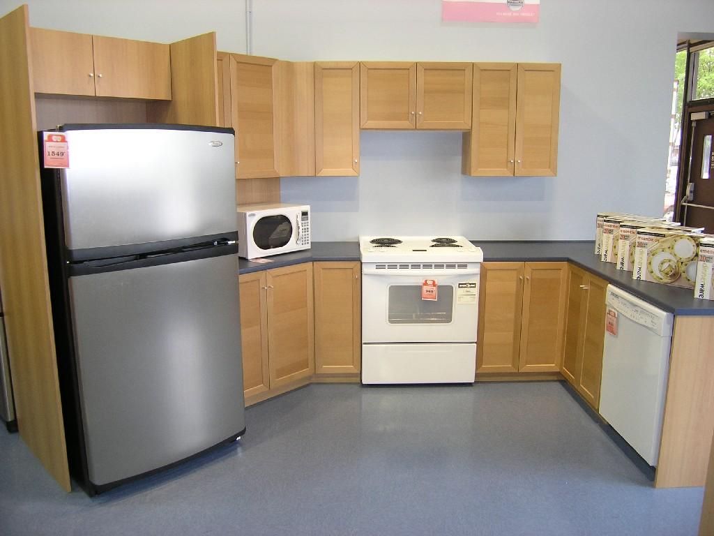 Armoire de cuisine en bois moderne for Voir les cuisines